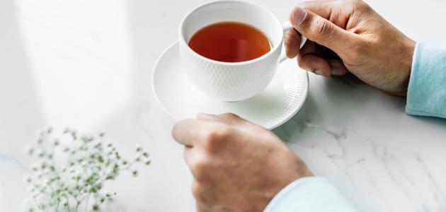كيفية تنظيف بقع الشاي من الملابس
