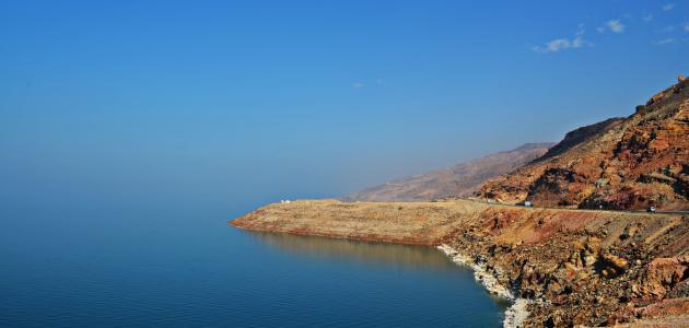 ما هو اسم البحر الواقع بين فلسطين والأردن