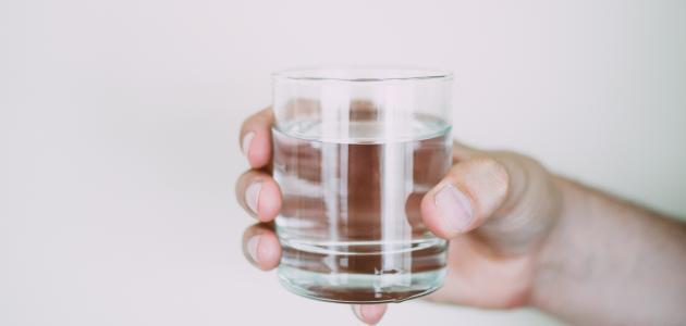 هل زيادة شرب الماء مضرة