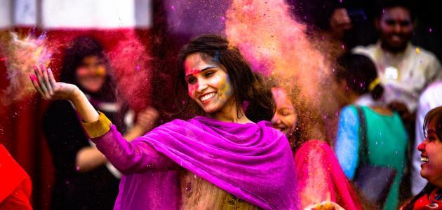 ما اسم عيد الألوان في الهند