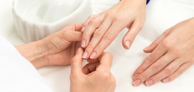 كيفية تنظيف أظافر اليدين