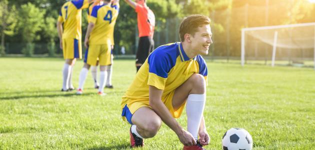 كم لاعب في كرة القدم