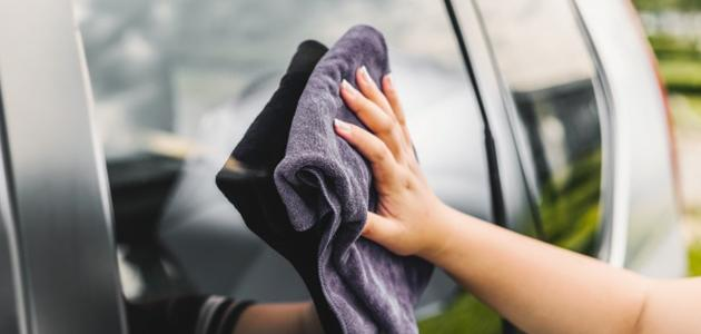 كيفية تنظيف زجاج السيارة من الخدوش