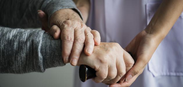 كيفية التعامل مع كبار السن ورعايتهم