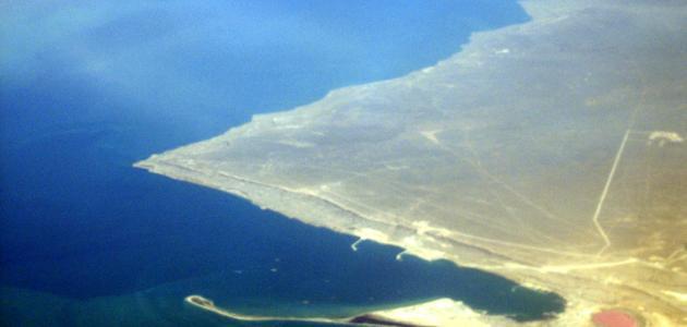 ما هو أكبر بحر مغلق في العالم