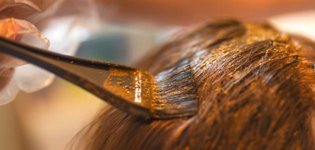 كيفية وضع صبغة الشعر