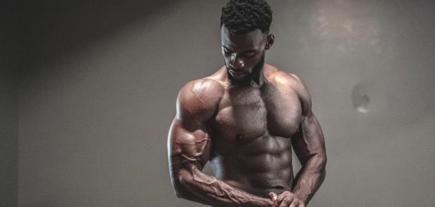 كم يحتاج بناء العضلات