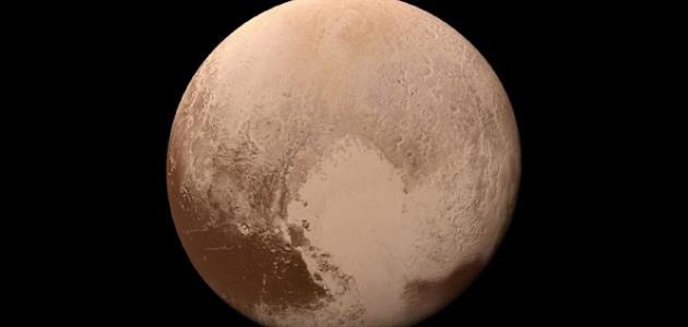 ما هو لون كوكب بلوتو