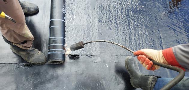 كيفية عزل الأسطح من الماء