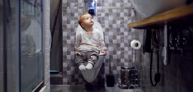 كيفية تعويد الطفل على الحمام ليلاً