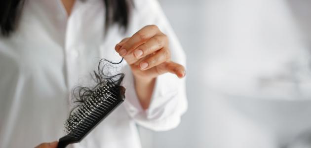 ما سبب تساقط الشعر عند البنات