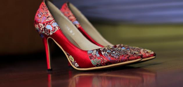 كيفية توسيع الحذاء الضيق للنساء