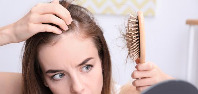 ما سبب تساقط الشعر بغزارة