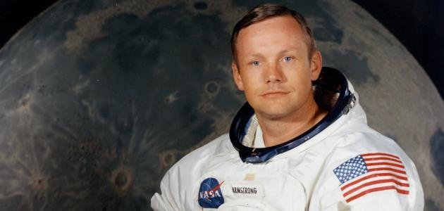 أول إنسان على سطح القمر