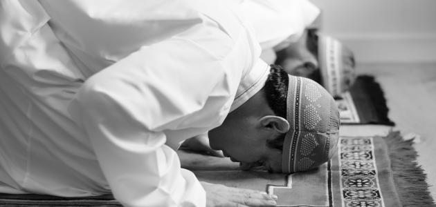 من أين يبدأ الصف في الصلاة