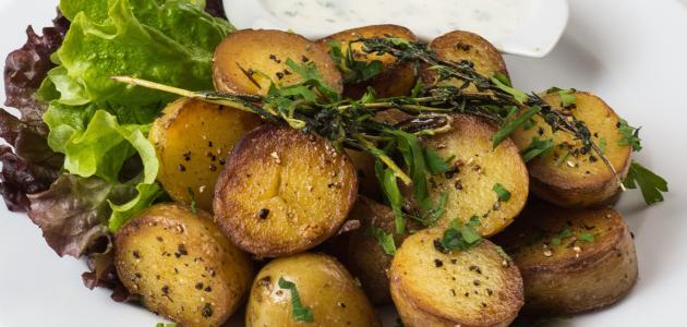 كيفية شوي البطاطا بالفرن