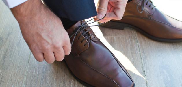 كيفية تكبير الحذاء الضيق للرجال