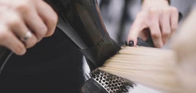 ما هو الجهاز الذي يستخدم في تصفيف الشعر