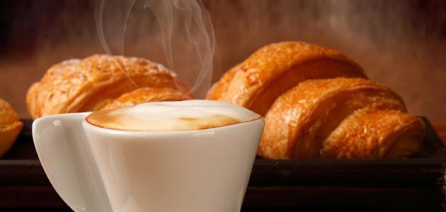 القهوة مع القرفة مزيج حلو المذاق