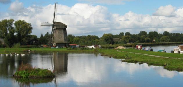 لماذا سميت هولندا بالأراضي المنخفضة