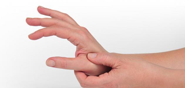 ما أسباب تنميل اليدين
