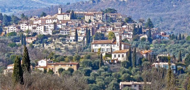 بماذا تتميز المدينة عن القرية