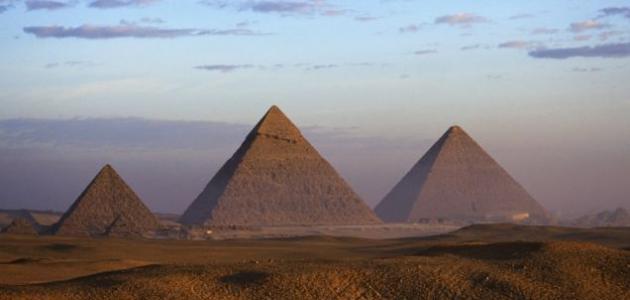 كيف تم بناء الاهرامات المصرية