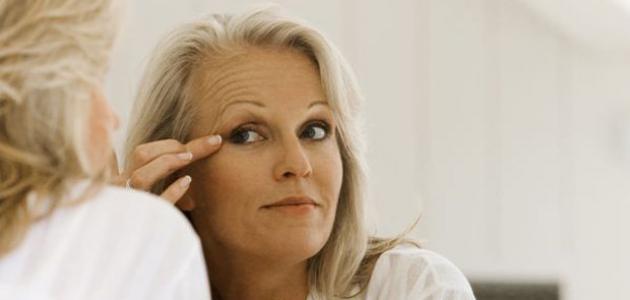 كيفية إزالة التجاعيد حول العين