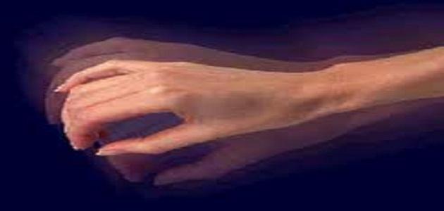 ما هو سبب إرتعاش اليدين