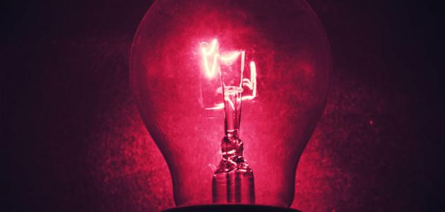من اخترع المصباح الكهربائي