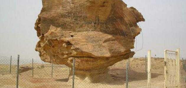 أين توجد صخرة عنترة بن شداد