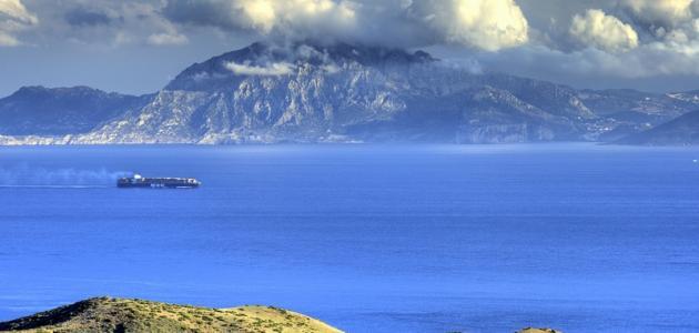 أين يقع مضيق جبل طارق