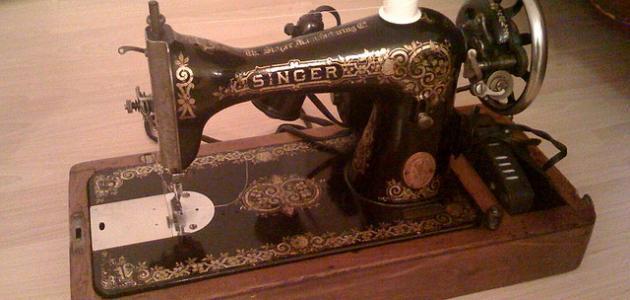 أول من اخترع ماكينة الخياطة