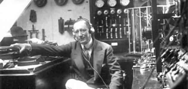 من هو مكتشف الأمواج اللاسلكية