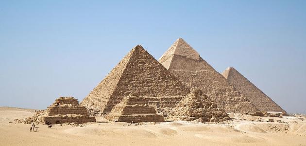 متى بنيت الأهرامات