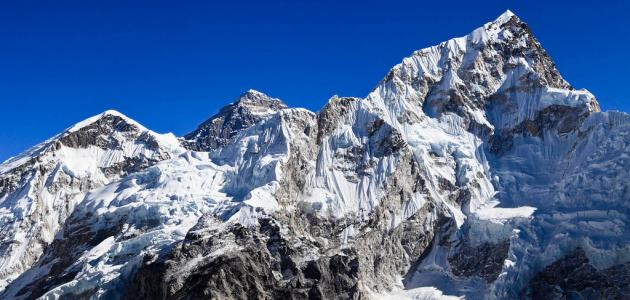 أين يقع جبل إيفرست