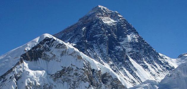 أين تقع أعلى قمة في العالم
