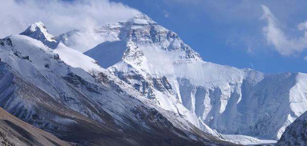 أين يقع جبل إفرست