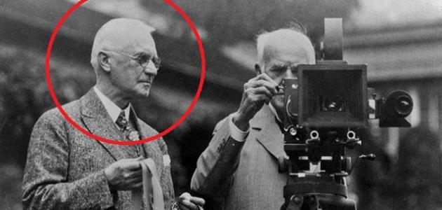 من اخترع الكاميرا موضوع