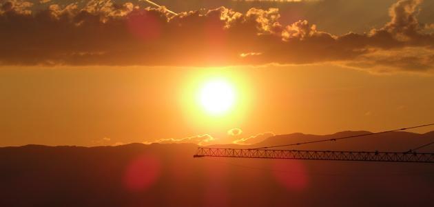 من اكتشف ألوان ضوء الشمس