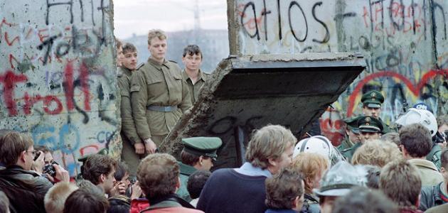 متى سقط جدار برلين