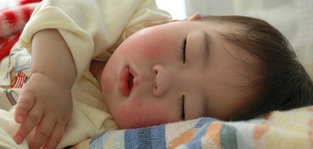 كيفية نوم الطفل الرضيع