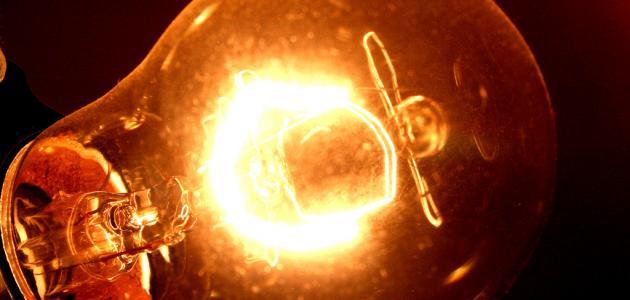 متى اخترع المصباح الكهربائي