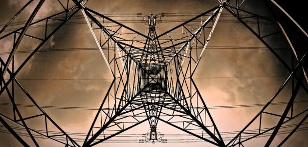 من إخترع الكهرباء ومتى
