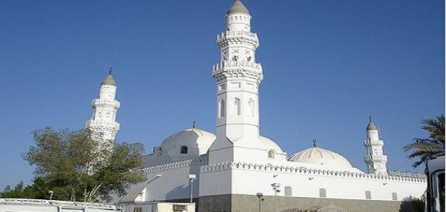 أين يقع مسجد القبلتين