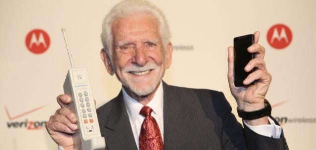 من اخترع الهاتف المحمول