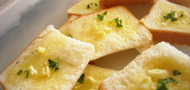 طريقة الخبز بالثوم