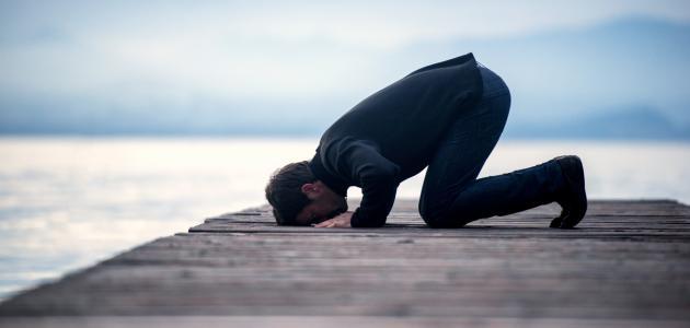 حكم الصلاة بالحذاء