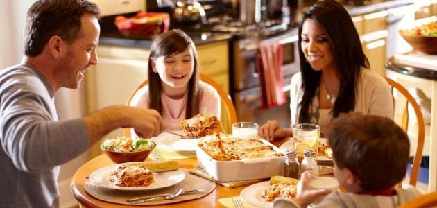 3 أسباب تحفزك لتناول العشاء مبكراً