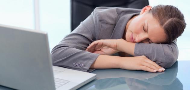 7 طرق للبقاء مستيقظا عند الشعور بالكسل